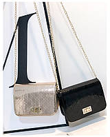 Лаковая маленькая сумочка