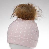 Шапка трикотажная с коричневым помпоном розоваяв белый горошек