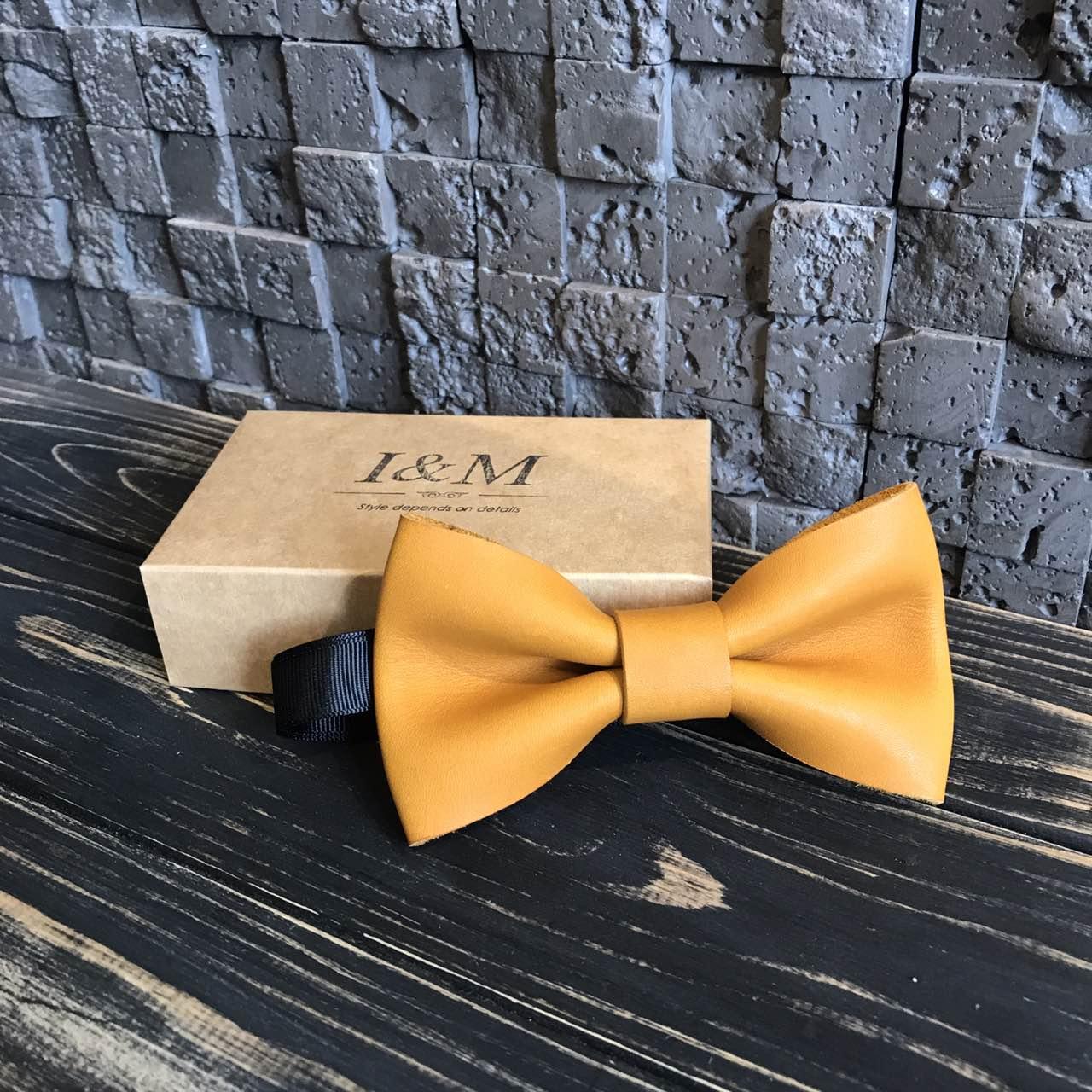 Галстук-бабочка I&M Craft жёлтый из натуральной кожи (010859S)