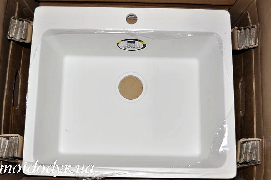 Мойка кухонная гранитная врезная Vered D-1000 White Granit