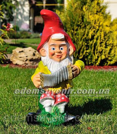 Садовая фигура Гном с гармошкой, фото 2
