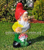 Садовая фигура Гном с гармошкой, фото 3
