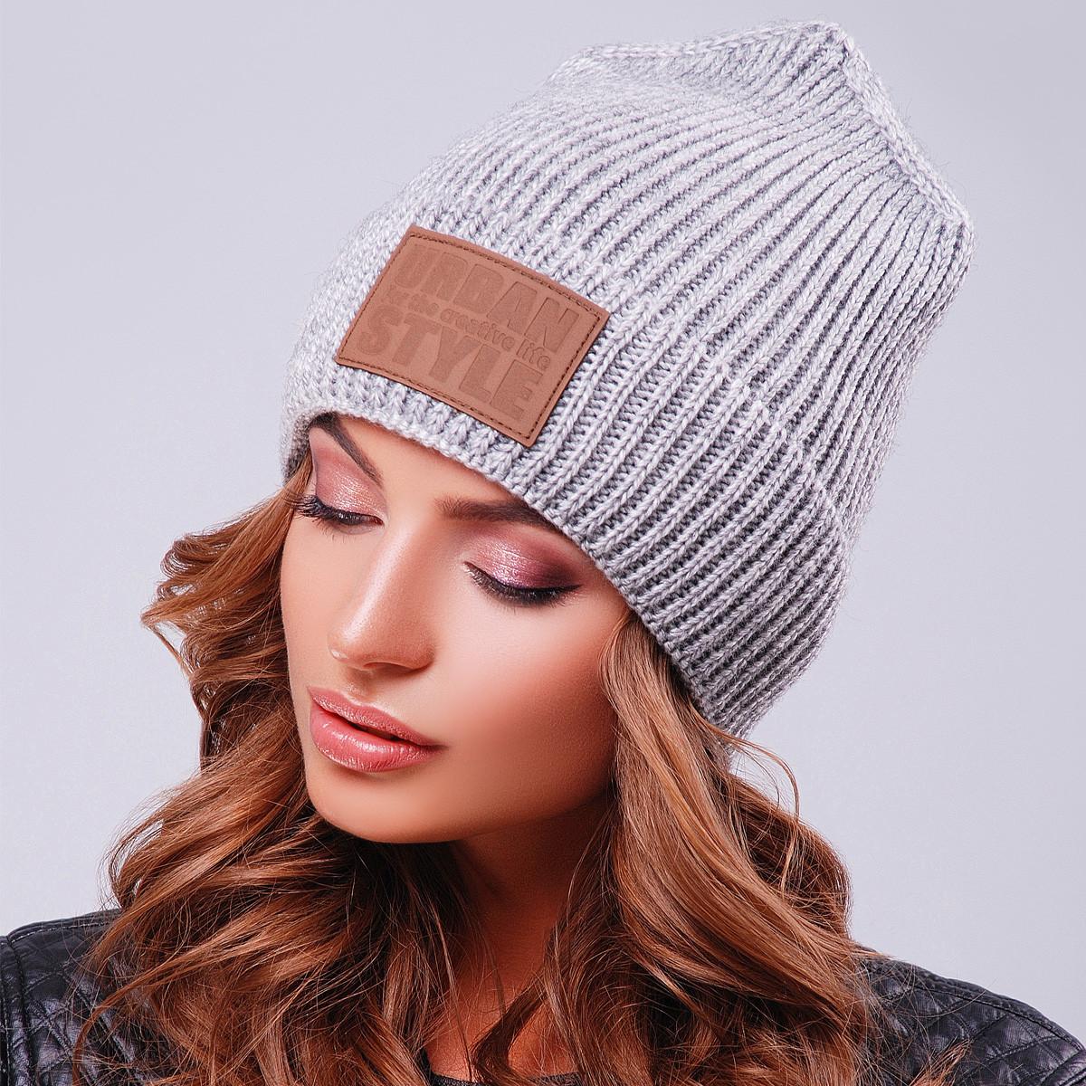 Вязаная универсальная серая шапка