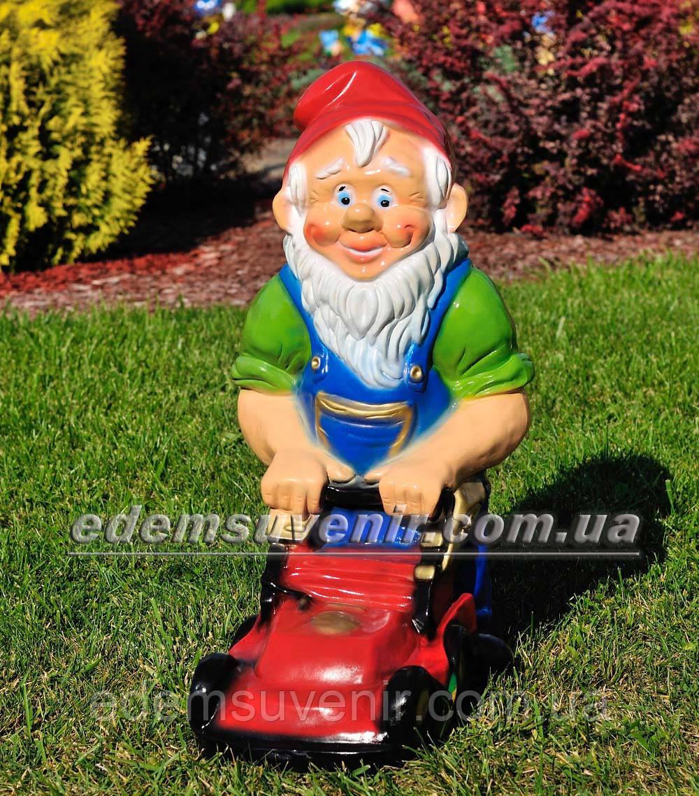 Садовая фигура Гном большой с газонокосилкой