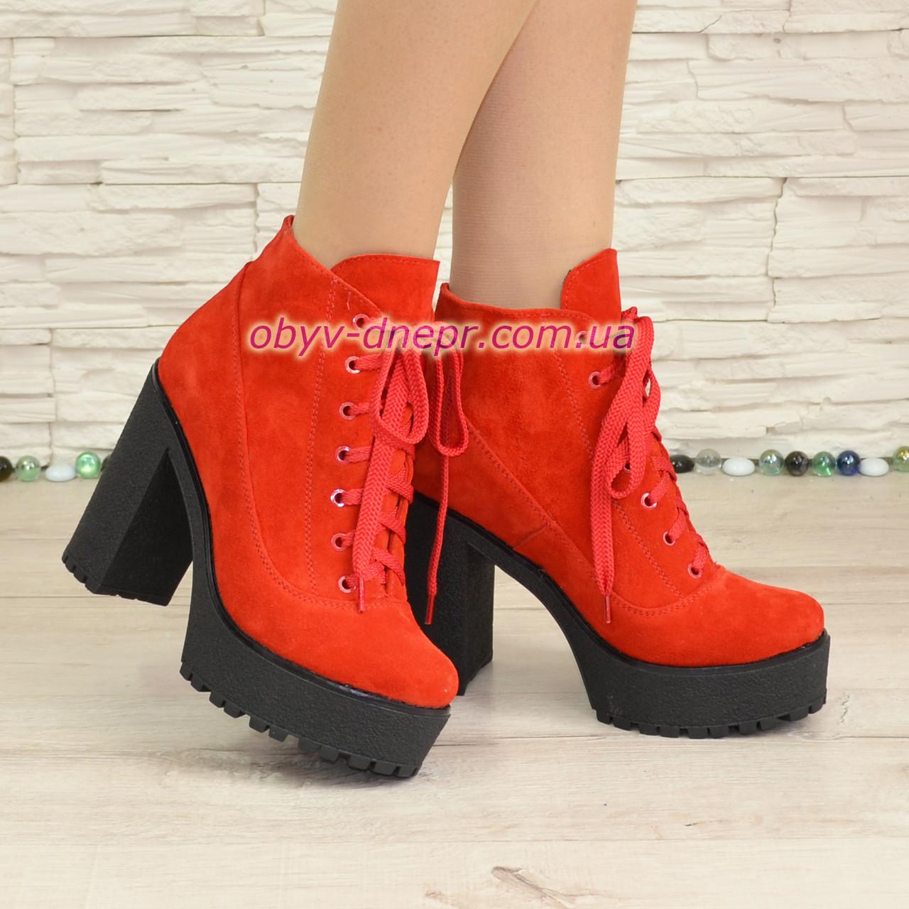 Женские замшевые демисезонные ботильоны на высоком каблуке, цвет красный