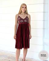 Шикарное велюровое платье с вышивкой