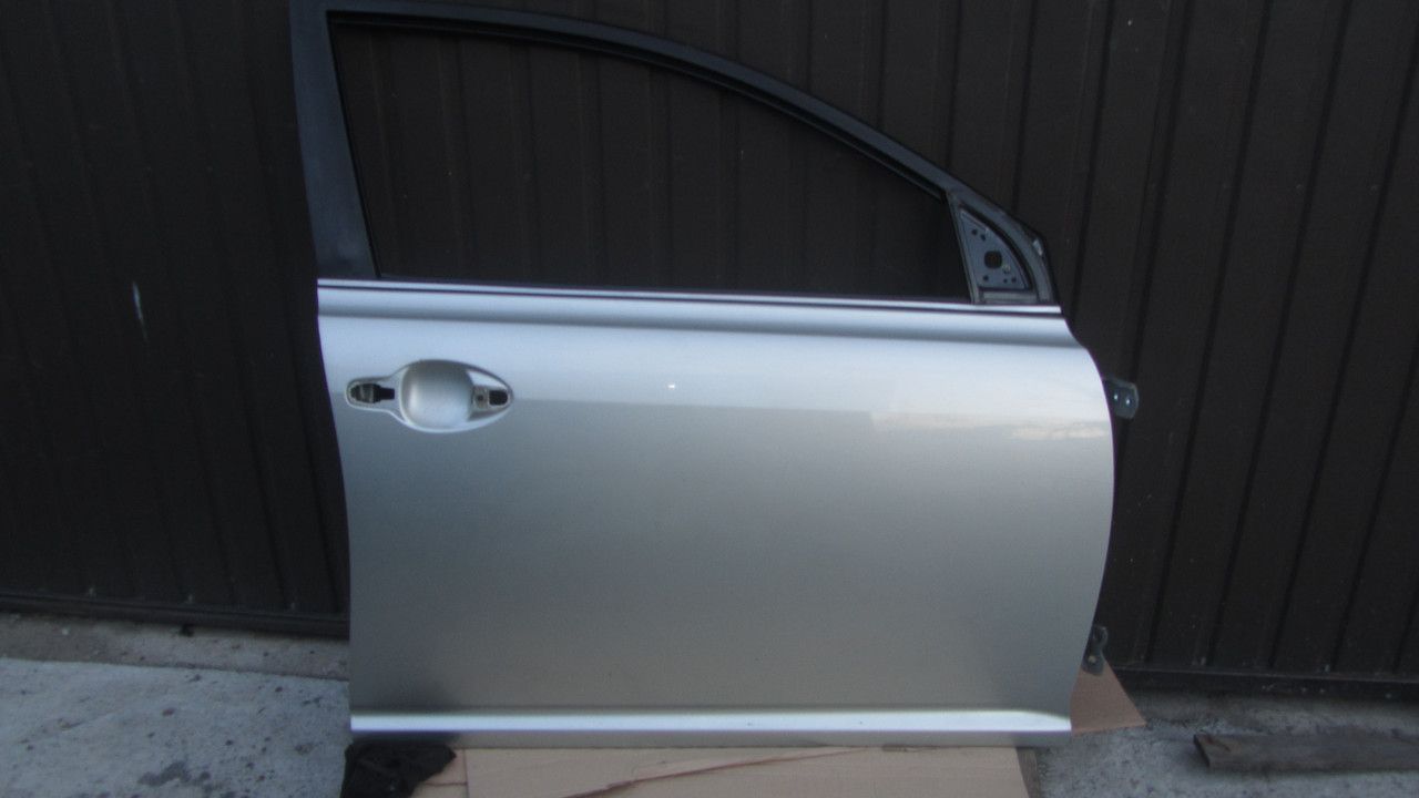 Дверь передняя правая Toyota Avensis T250 2003-2008 6700105050