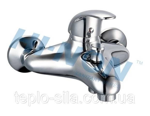 Смеситель для ванной с коротким изливом