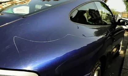 Как избавиться от царапин и сколов на автомобиле