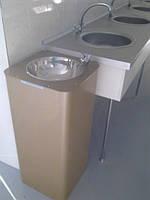 Питьевой фонтанчик в школе.