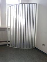 Пластиковая раздвижная ширма шторка