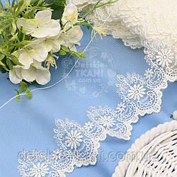 Кружево с шёлковой вышивкой по одному краю, цвет ванильный, ширина 13 см