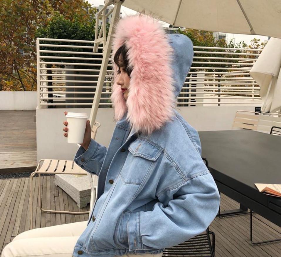 Парка джинсовая женская зимняя на меху цвета персик и на капюшоне  светло-розовый ... 2367e32d70f
