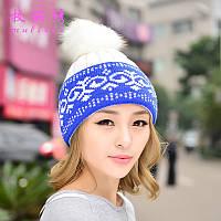 Зимняя женская шапка голубая с помпоном
