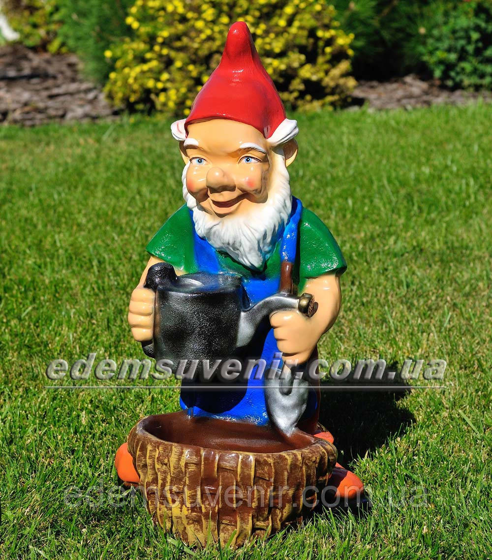 Садовая фигура Гном садовник