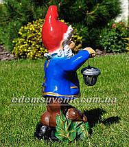 Садовая фигура Гном с оленем и фонарем, фото 3