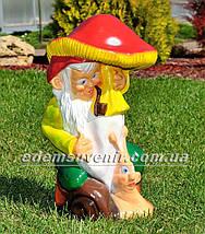 Садовая фигура Гном с грибом, фото 3