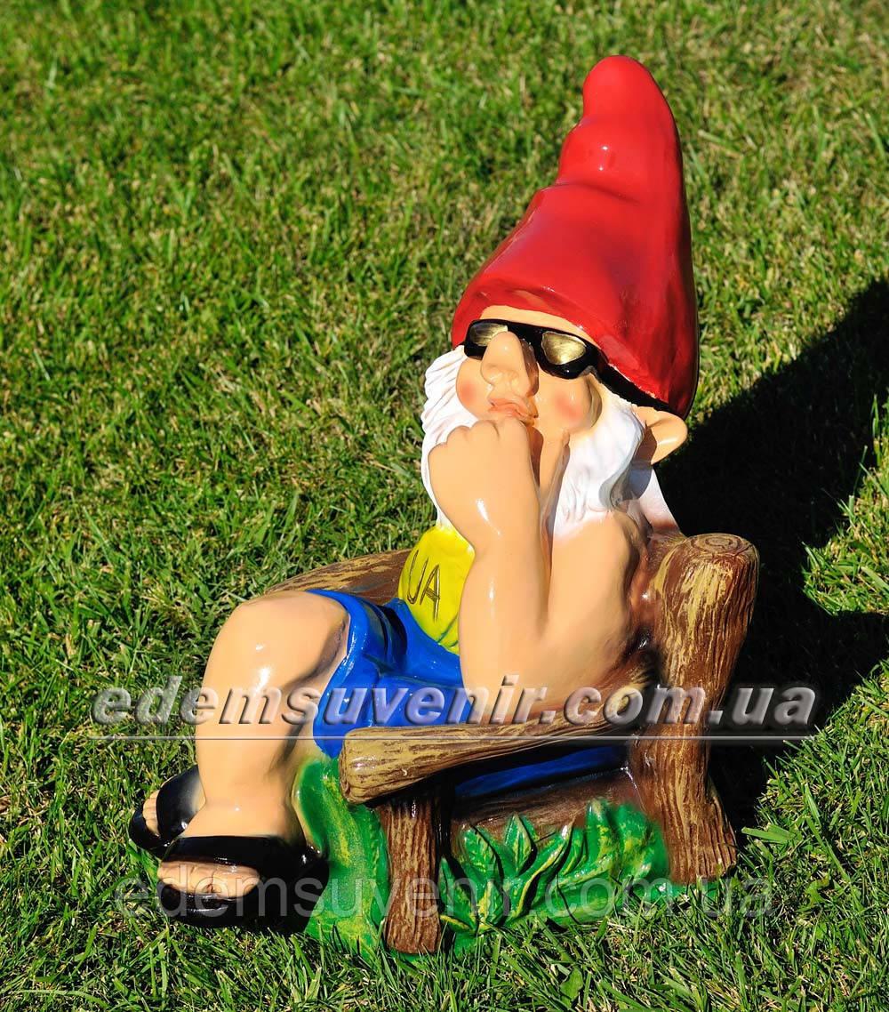 Садовая фигура Гном на отдыхе