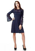 Платье с кружевными рукавами. Модель П100_синий поливискон