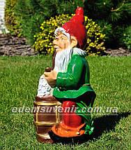 Садовая фигура Гном с пивом, фото 2