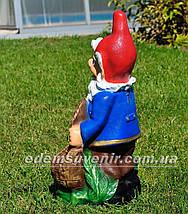 Садовая фигура Гном с корзиной, фото 3