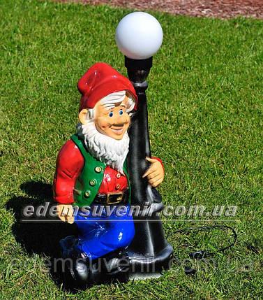 Садовая фигура Гном у фонаря от сети, фото 2