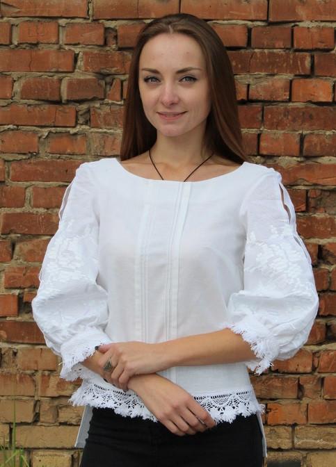 Оригинальная вышитая блуза из льна с белой вышивкой