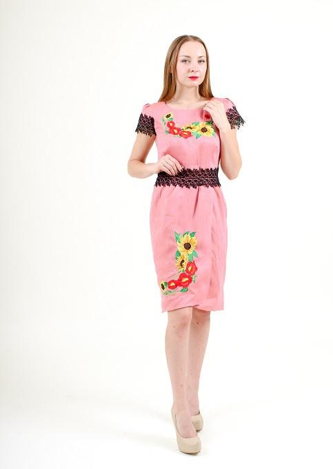 Женское платье из льна с вышивкой и кружевом