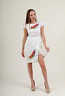 Белое льняное платье с красными маками