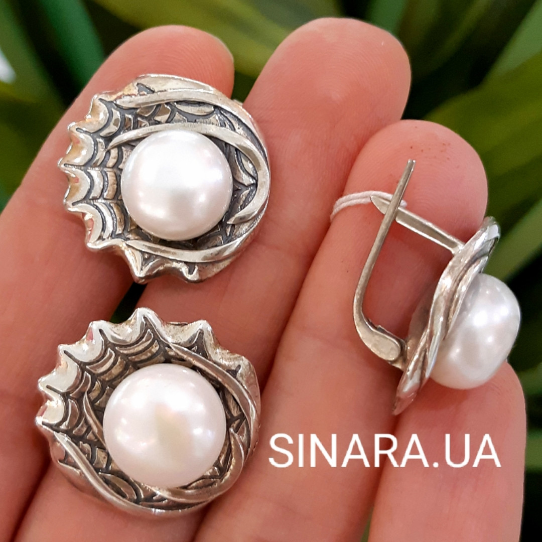 Серебряный комплект: серьги и кольцо с жемчугом