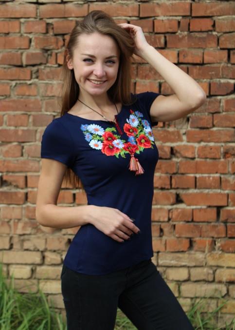 Трикотажная вышитая футболка женская с полевыми цветами