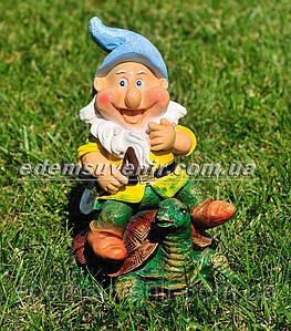Садовая фигура Гном на черепахе малый