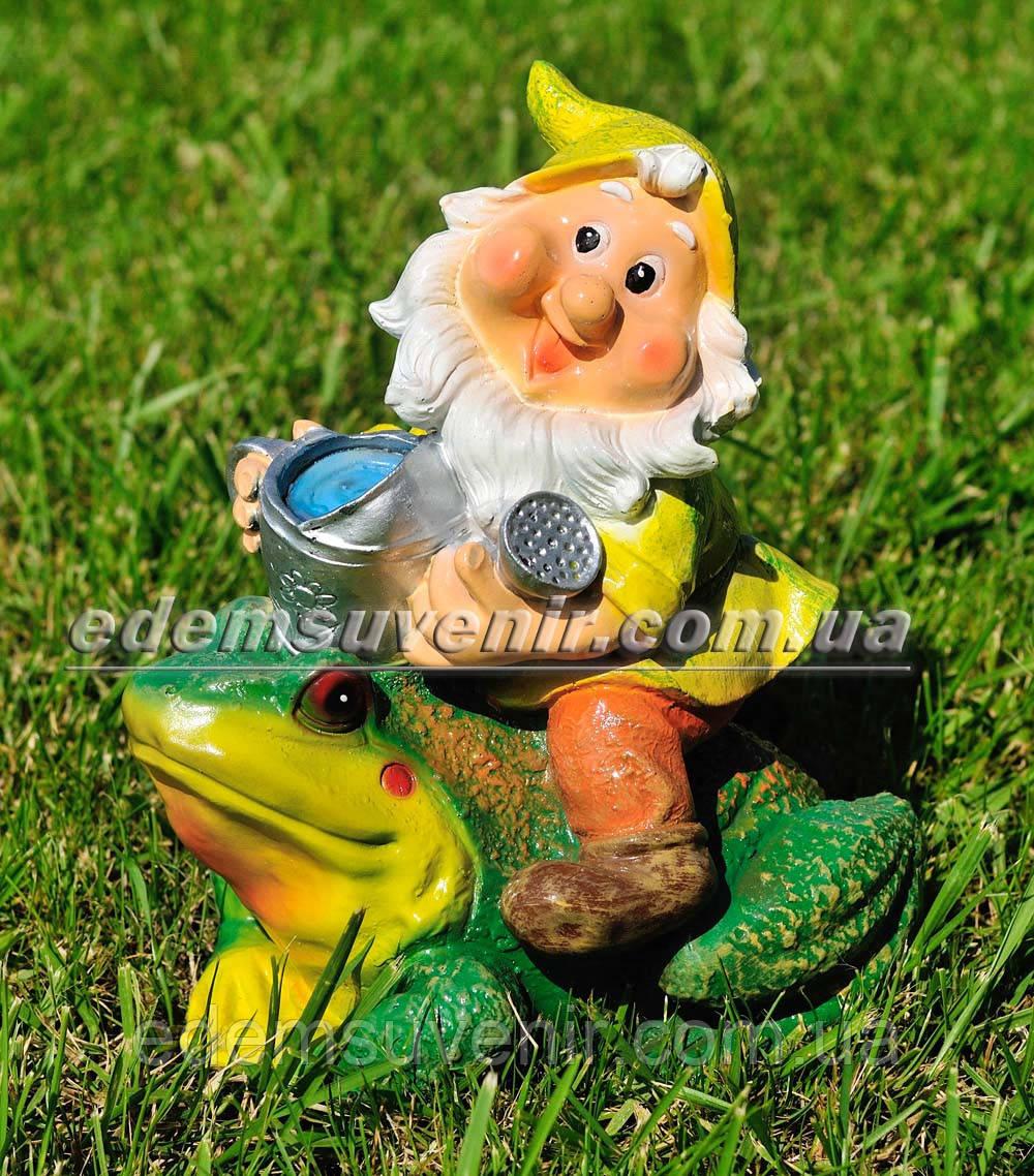 Садовая фигура малый гном наездник