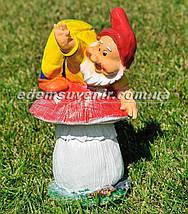 Садовая фигура Гном грибник малый, фото 2