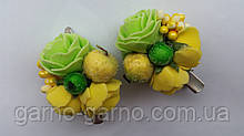 Шпилька для волосся з жовтими трояндами і ягідками зелений