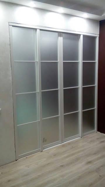 Белая раздвижная межкомнатная перегородка с матовым стеклом -1