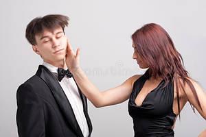 Что происходит с женщиной, когда она дает пощечину мужчине