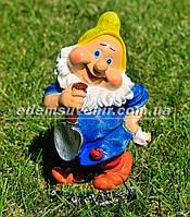 Садовая фигура Гном с лопатой малый