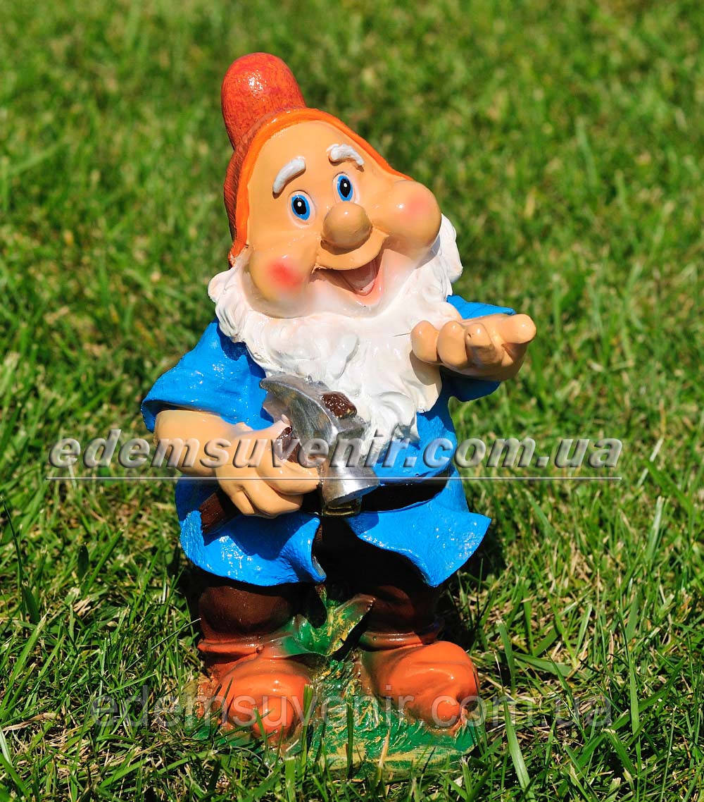 Садовая фигура малый гном плотник — фото интернет-магазин Еdем