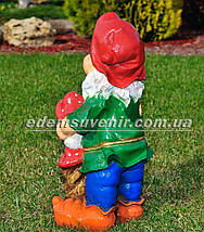 Садовая фигура Гном с мухоморами большой, фото 3