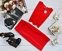 Женский костюм: топ без рукавов с набивного гипюра красный + юбка миди кукуруза красный