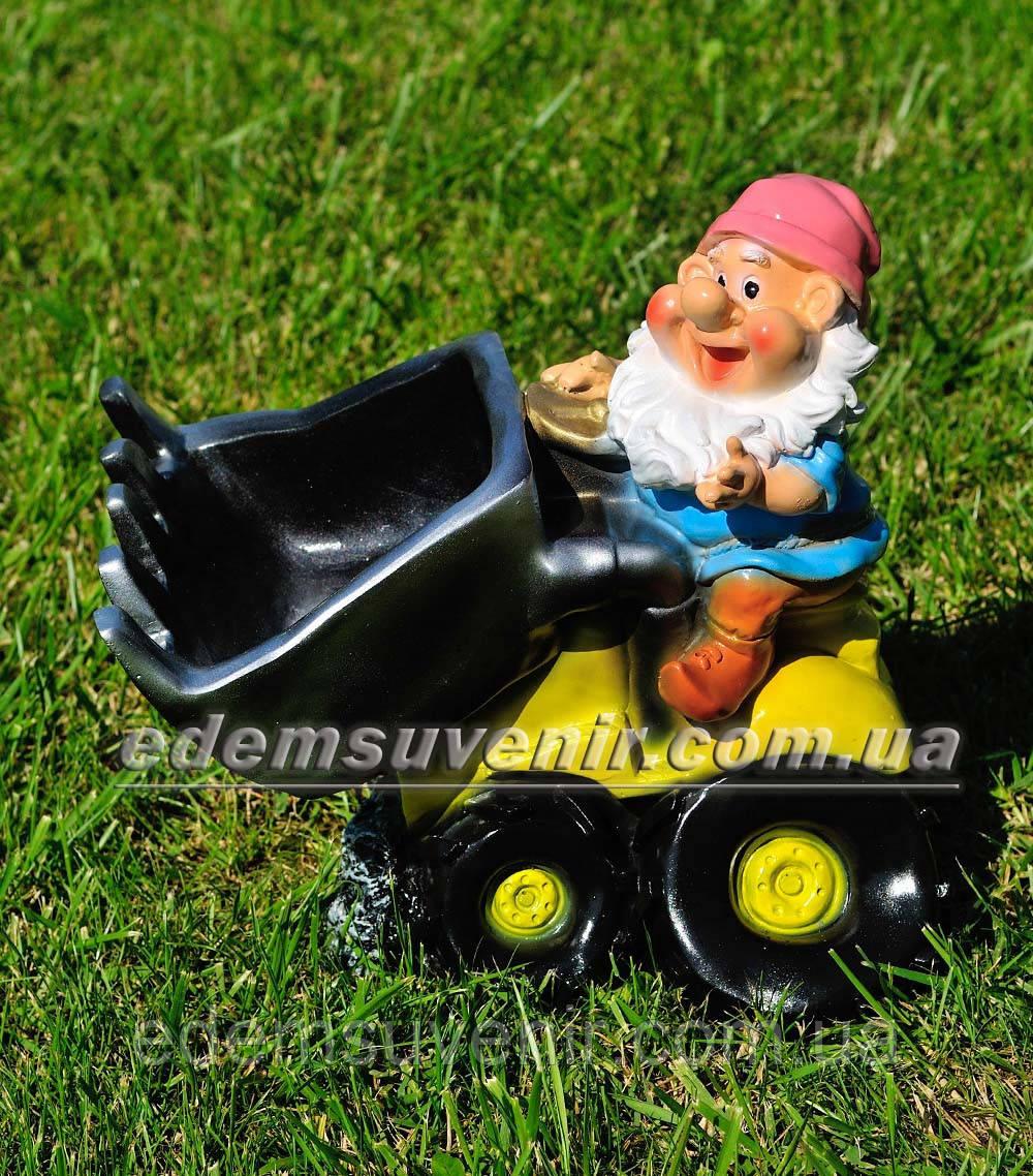 Садовая фигура гном тракторист — фото Edem