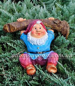 Садовая фигура Гном на ветке