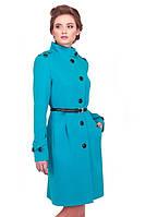 Женское пальто красивого кроя и модного цвета