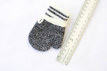Детская варежка на веревочке черная для самих маленьких, фото 2