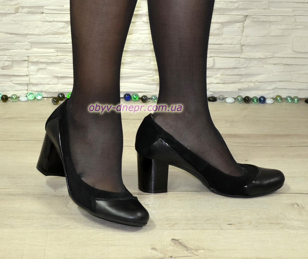 Женские туфли на невысоком каблуке из натуральной кожи и замши черного цвета