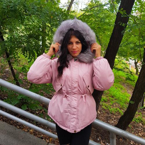 Куртка розовая короткая серый мех на капюшоне Размер L - Код - 215-09