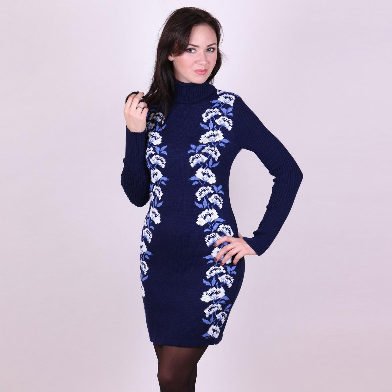 Синее вязаное платье Маки с цветочным орнаментом