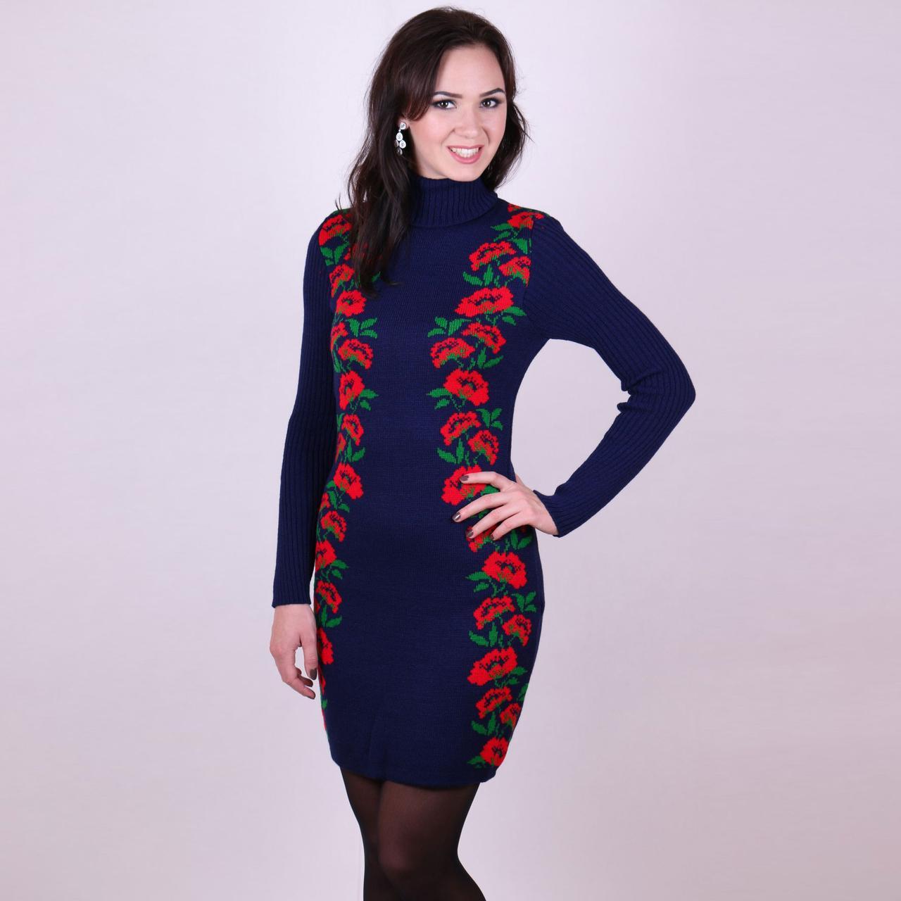 Синее вязаное платье Маки алый цветочный узор