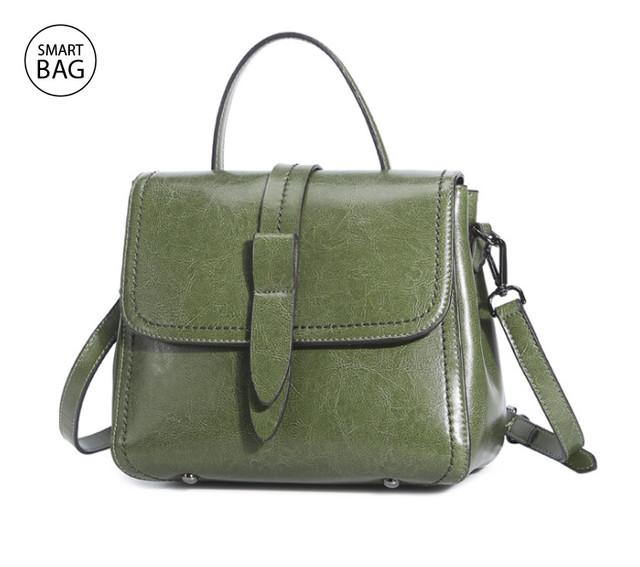 Классическая женская кожаная сумка на плечо   зеленая